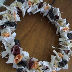 fabric scrap wreath (via allfreeholidaycrafts)