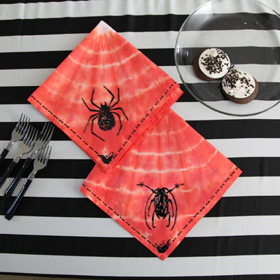 red spider napkins (via ilovetocreate)