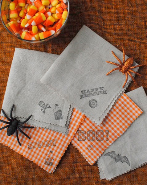 10 cool diy halloween napkins and napkin rings shelterness for Halloween cloth napkins