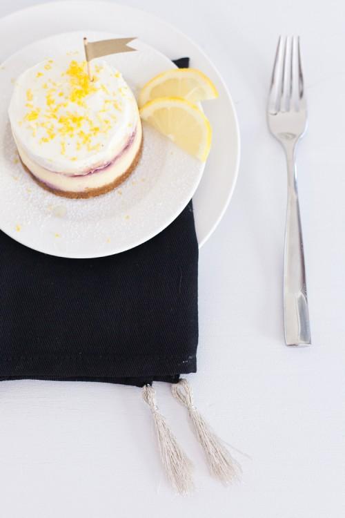 tasseled black napkin (via freutcake)