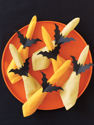 paper bat napkin rings (via womansday)
