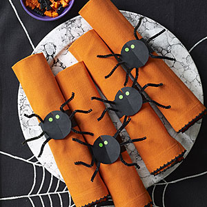 spider napkin rings (via allyou)