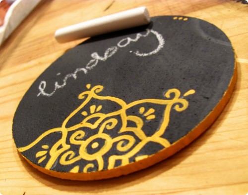 patterned chalkboard coasters (via thediyadventures)