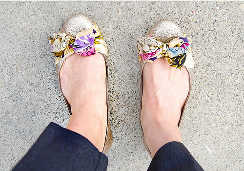 anthropologie scarf flats (via starsforstreetlights)