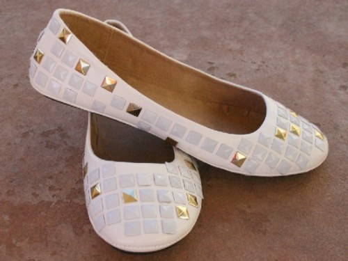 white flats with studs (via dreamalittlebigger)