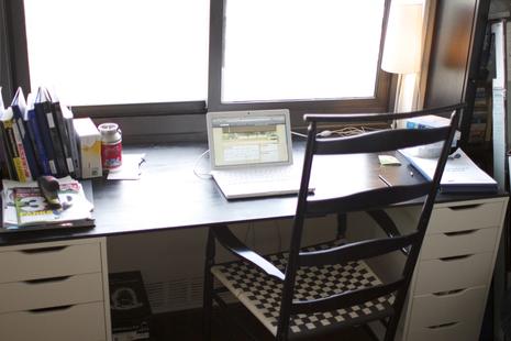 Vika Alex drawers to a desk (via shelterness)