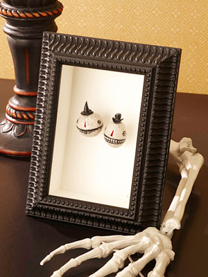 25 Spooky and Creepy Indoor Halloween Decorating Ideas - Cool Halloween Indoor Decorations