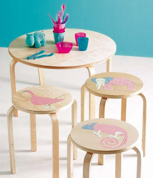 Cutting cute animal shapes of cardboard and applying them to furniture isn't only a cool way to upgrade it. It's also an interesting craft project with your toddlers.