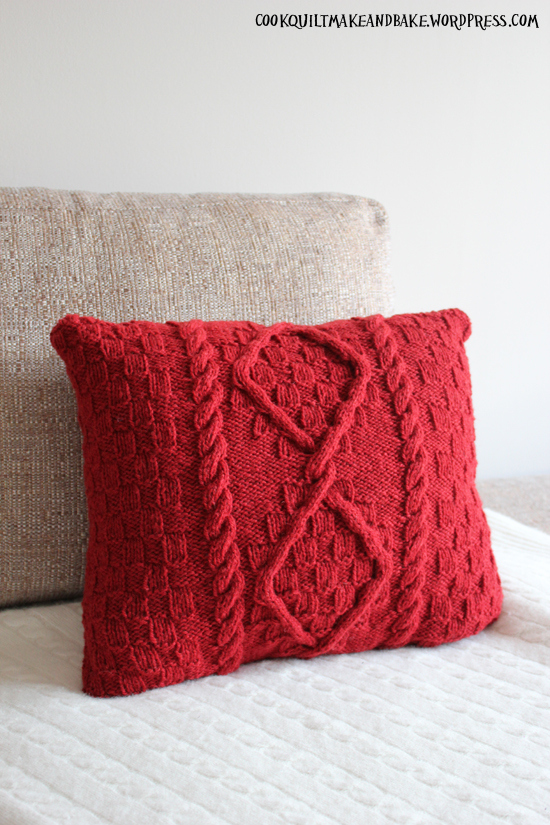 Knitting Pattern For Cushion Covers : Picture Of knitted cushion cover