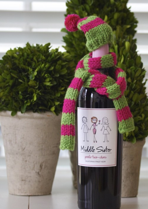 knitted hat and scarf for a bottle (via acupofmascarpone)