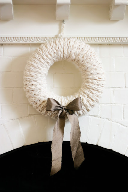 knitted wreath (via flaxandtwine)