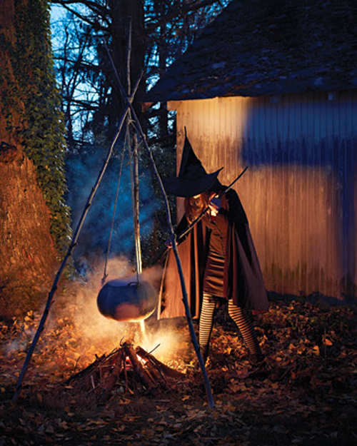10 Creepy Outdoor Halloween Decorating Ideas - Shelterness