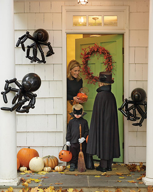 10 Creepy Outdoor Halloween Decorating Ideas Shelterness - Big Outdoor Halloween Decorations