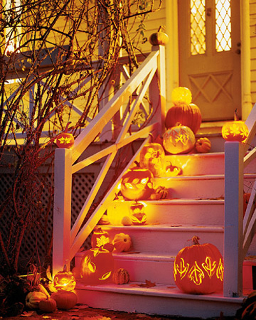 10 Creepy Outdoor Halloween Decorating Ideas  Shelterness