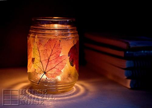 leaf decorated candle holder (via houseofjoyfulnoise)