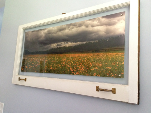old windows picture frame (via keepsonringing)