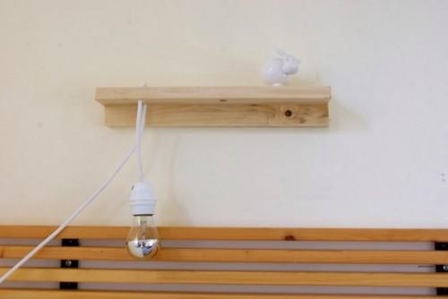 Scandi-inspired wall lamp (via shelterness)