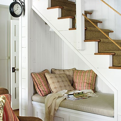 Thick rope carpet is perfect for a staircase in a nature-inspired home decor.