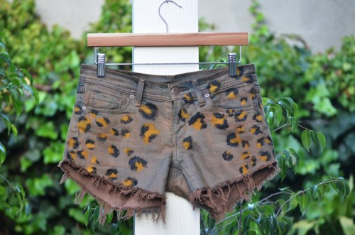 leopard print shorts (via mrkate)