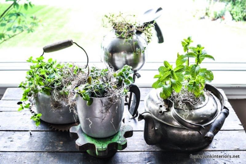 Cool DIY Vintage Tabletop Garden Of Old-Fashioned Kettles