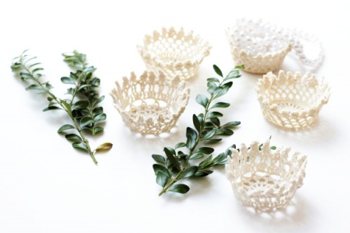 doily wedding favor baskets (via melmariadesigns)
