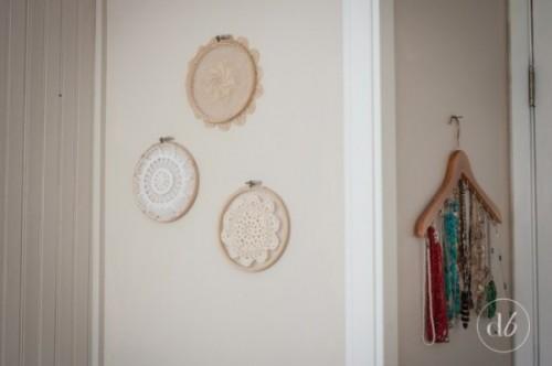 doily hoops decor (via dwellbeautiful)