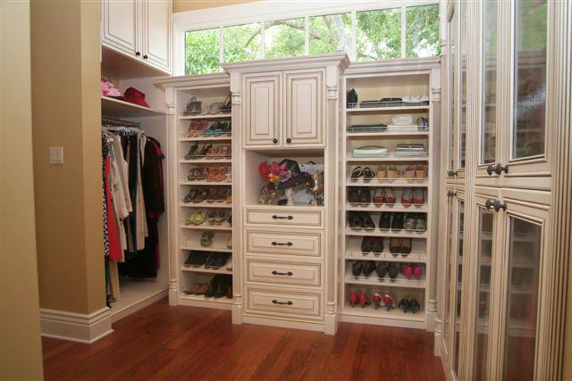 50 Cool Walk In Closet Design Ideas Photo 40
