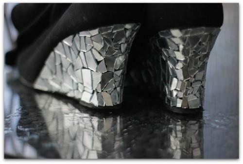 mirror boots (via guapizimo)