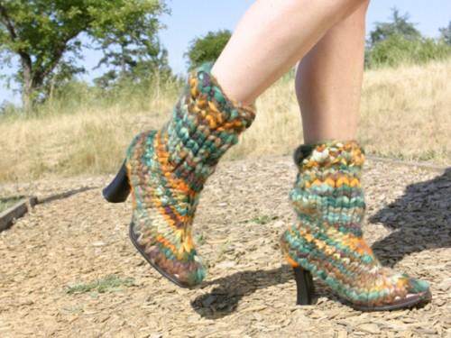 knitted boots (via makezine)