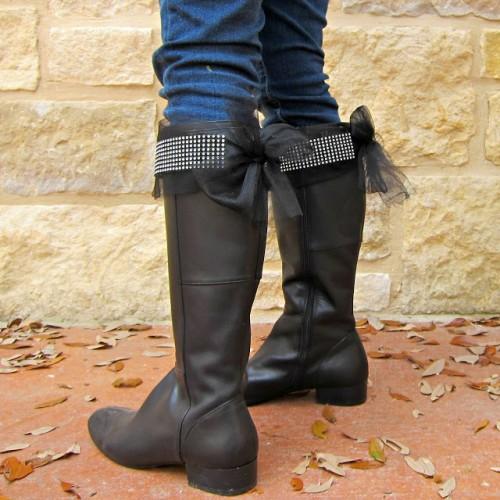 adding shining to the boots (via morenascorner)