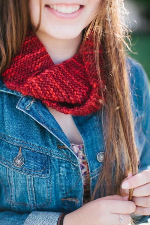 red fall scarf (via simoneanne)