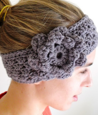 grey crochet earwarmer (via growcreative)