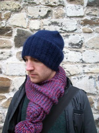 knitted slouch beanie (via helenlimbrick)