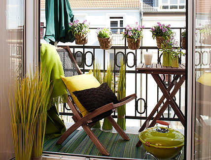 25 Cozy Balcony Decorating Ideas | Shelterness