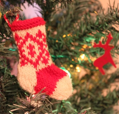 mini knit stockings (via coffeemuffins)