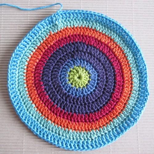 Colorful DIY Round Coater (via olavas)
