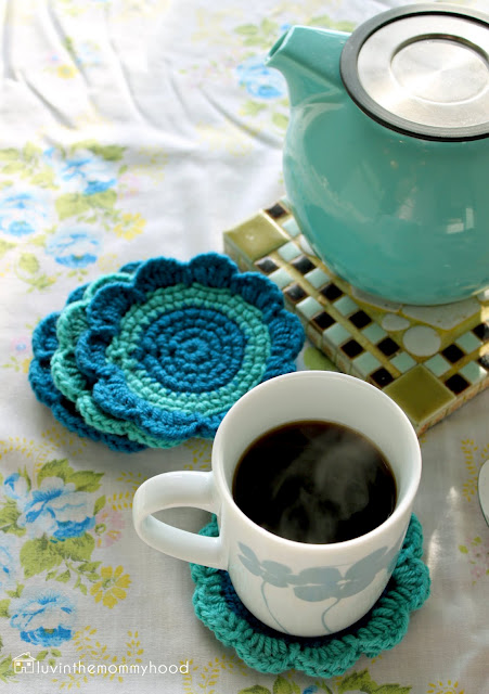 Jardain crochet coaster tutorial (via versusmag)