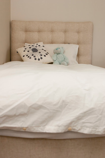 upholstered headboard with buttons (via maxandmeblog)