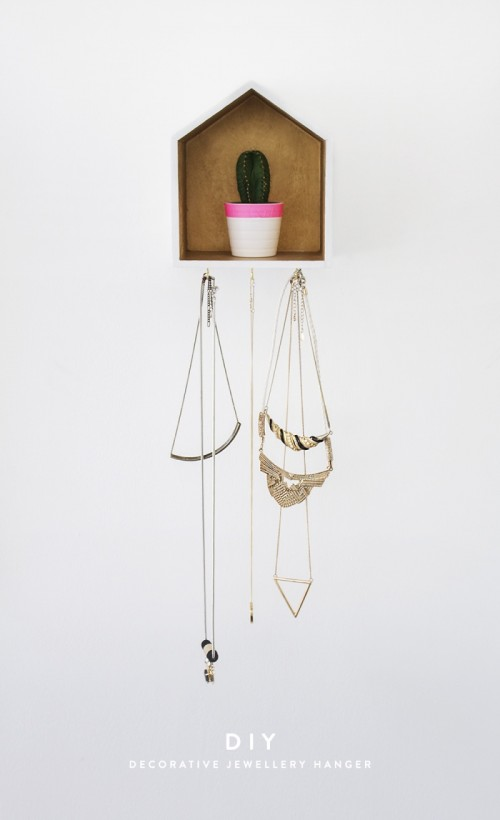 Creative And Useful DIY House Necklace Organizer