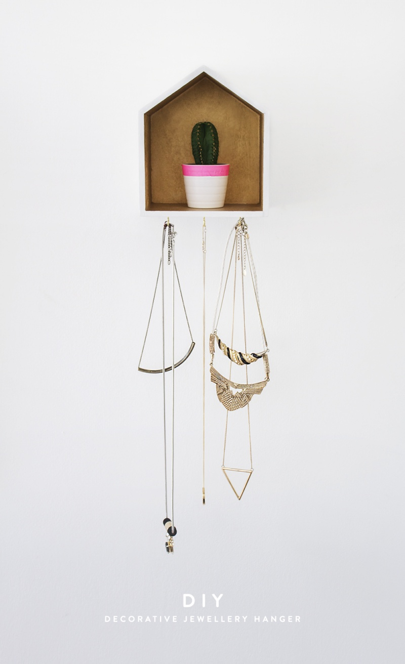 Picture Of creative and useful diy house necklace organizer  1