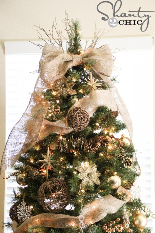 burlap bow tree topper (via shanty-2-chic)