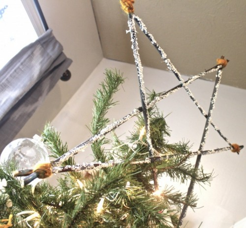 rustic star tree topper (via diyconfessions)