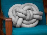 creative-diy-celtic-knot-pillow-1