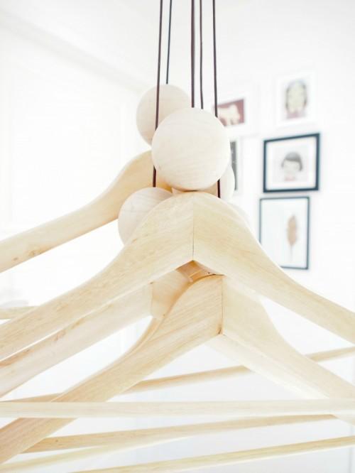 woody string hanger (via monsterscircus)