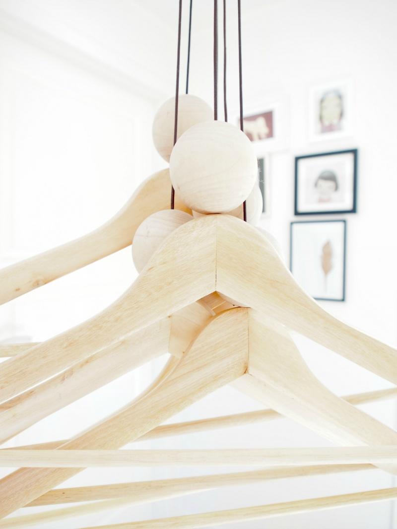 woody string hanger