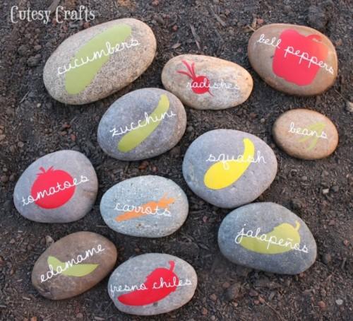 vinyl garden markers (via cutesycrafts)
