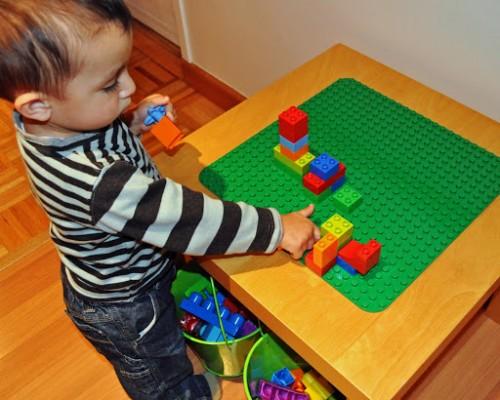 LEGO table (via quaintlygarcia)