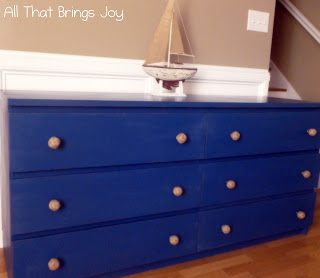 navy beach-inspired hack (via allthatbringsjoy)