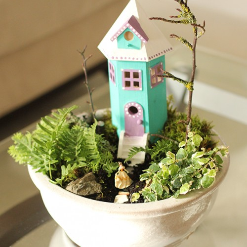 indoor fairy garden (via dabblesandbabbles)