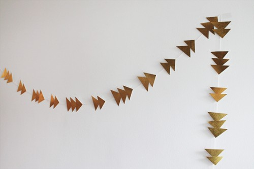 gold triangle garland (via almostmakesperfect)